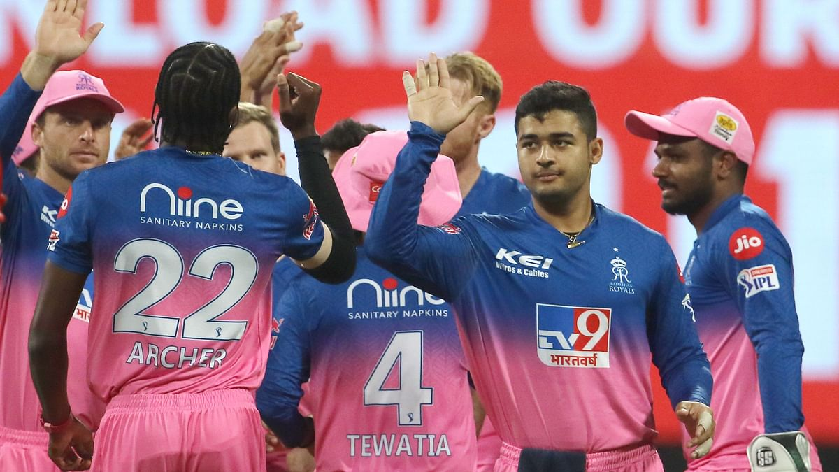 Fans Celebrate as RR Win With Ease, Despite KXIP's Gayle-Storm