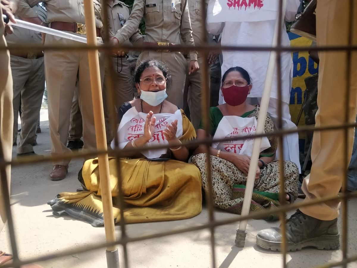 TMC delegation sits in protest 1km from Hathras victim's house.