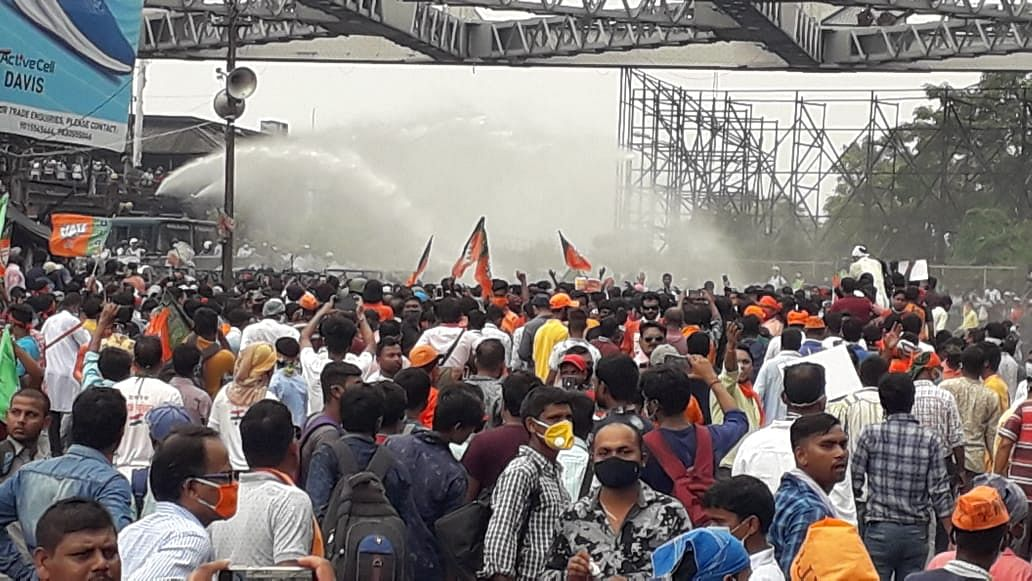 Clashes Break Out in WB BJP's March to Nabanna; Cops Use Tear Gas