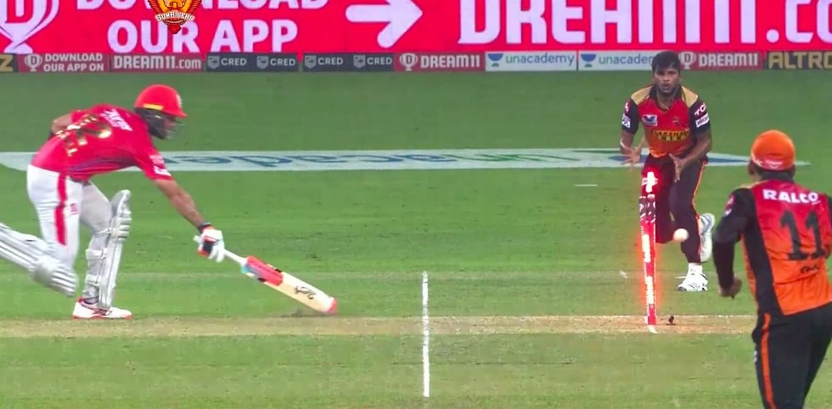 SRH's Priyam Garg, with one stump visible hit the bulls-eye to dismiss Glenn Maxwell