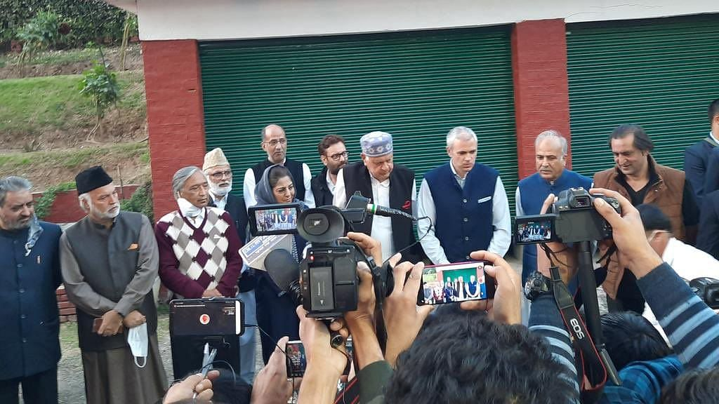 Farooq, Mufti Give Shape to Alliance for 'Restoring J&K's Status'