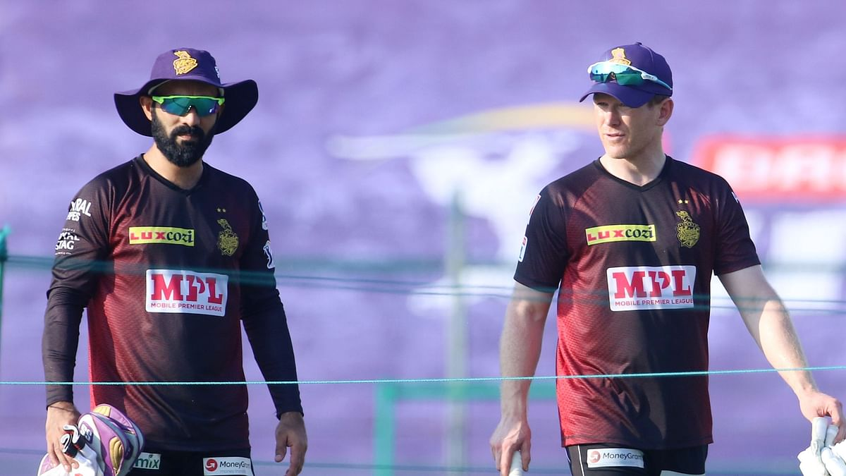 Dinesh Karthik Hands Over KKR Captaincy to Eoin Morgan