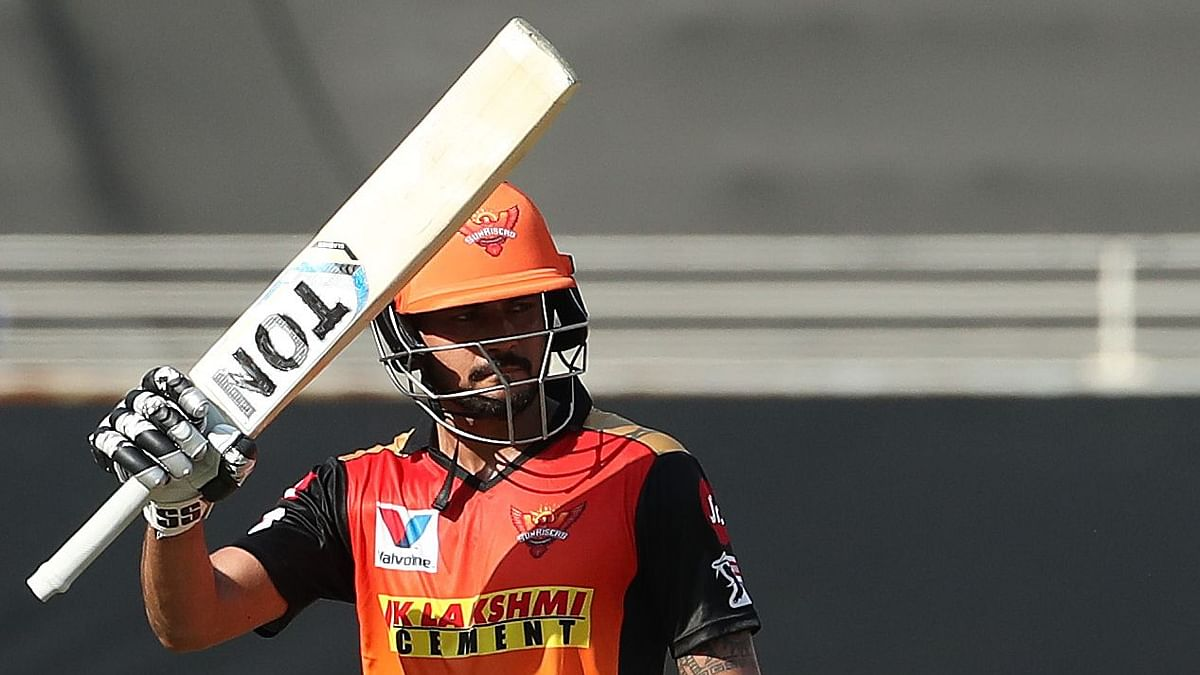 Manish Pandey (54) and captain David Warner (48) pushed Sunrisers Hyderabad to 158/4.