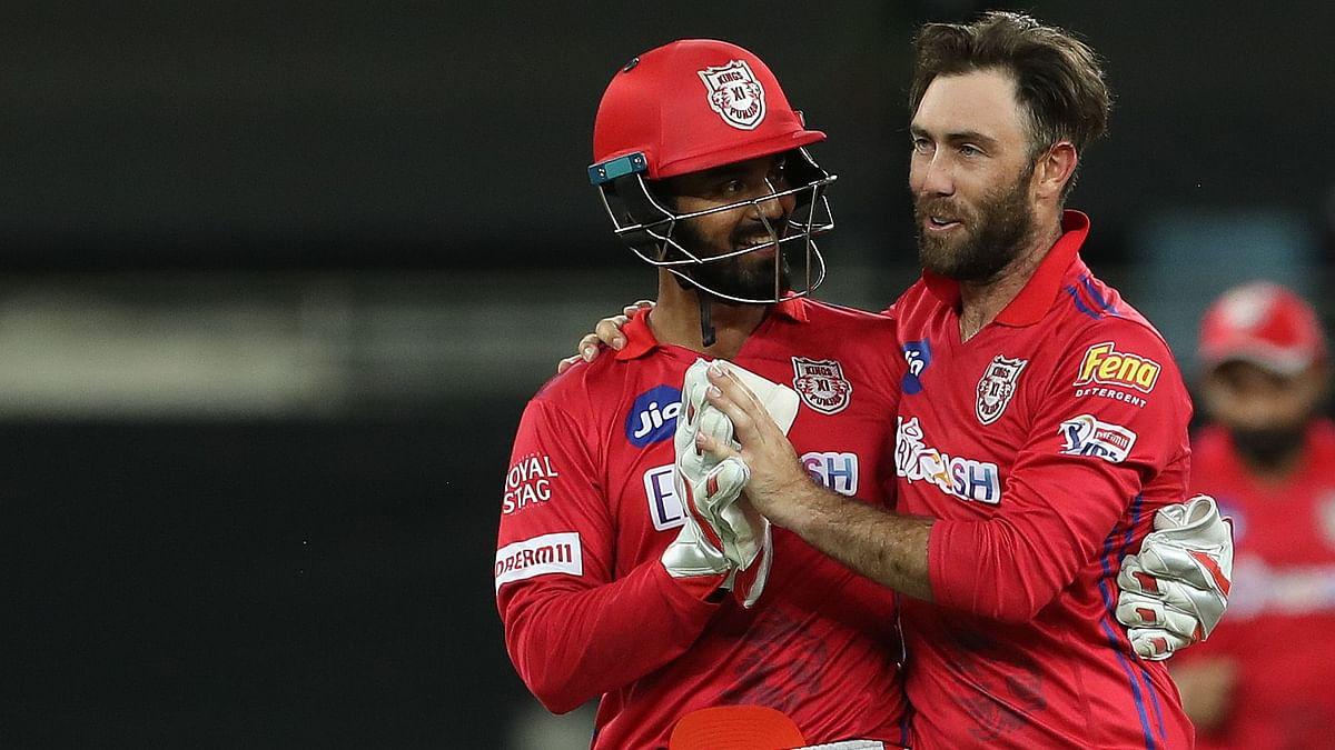 KL Rahul congratulates Maxwell after his wicket of Rishabh Pant.