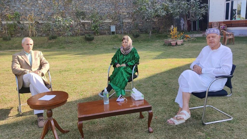 Farooq & Omar Visit Mufti, Gupkar Signatories to Meet on Thursday
