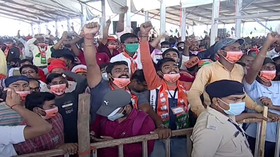Several supporters could be seen violating social distancing norms and had even pulled their masks down.