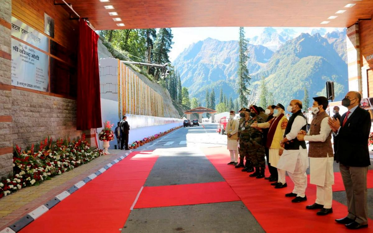 Prime Minister Narendra Modi with Defence Minister Rajnath Singh, Himachal Pradesh CM Jai Ram Thakur and other dignitaries inaugurates the Atal Tunnel, in Manali