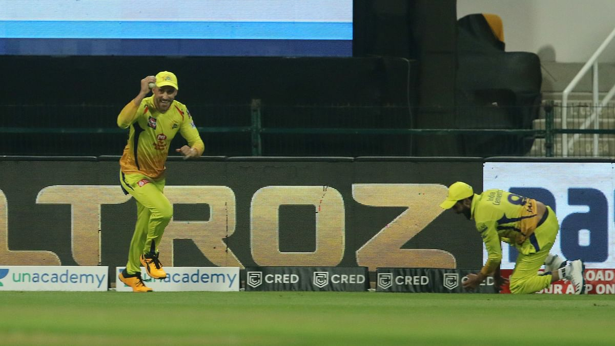 Du Plessis and Jadeja combine to take Narine's catch inches from the long on boundary.