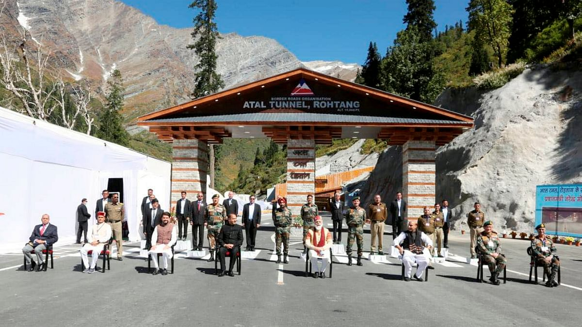 Prime Minister Narendra Modi with Defence Minister Rajnath Singh, Himachal Pradesh CM Jai Ram Thakur and Director General of BRO Harpal Singh during the inauguration of Atal Tunnel, in Manali.