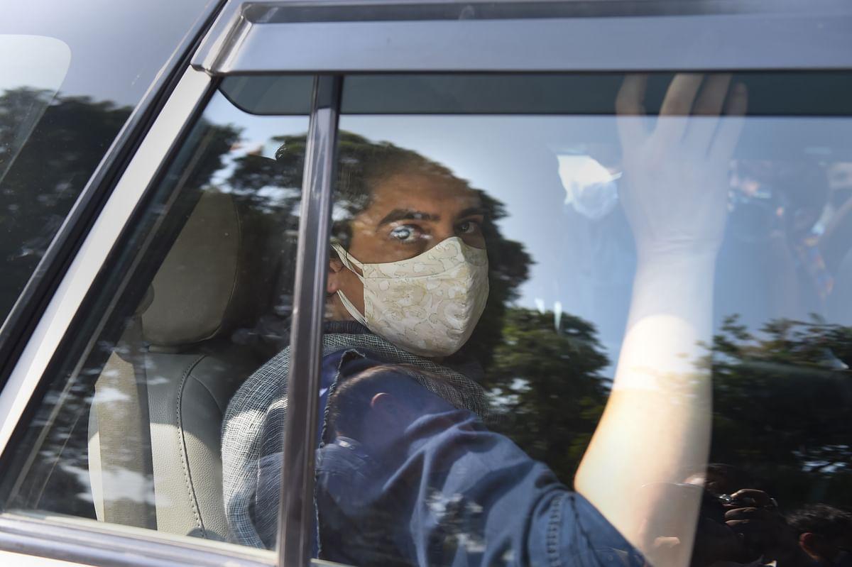 Earlier visuals of Rahul, Priyanka Gandhi leaving their Delhi residence.