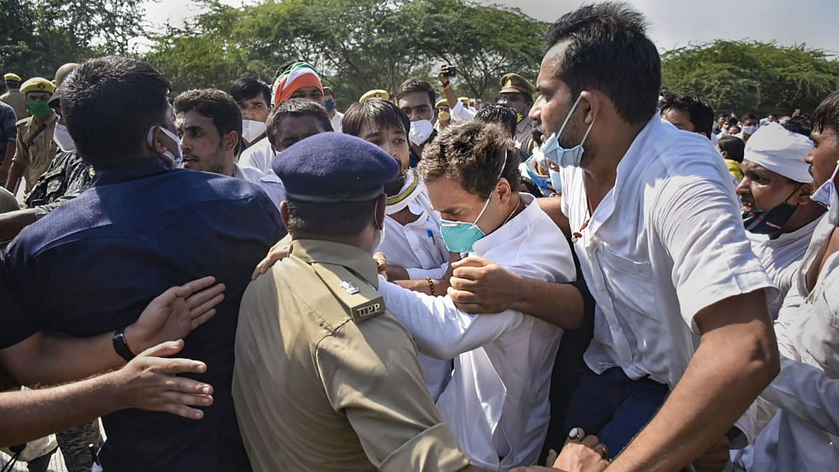 Congress leader Rahul Gandhi slumps after police personnel allegedly manhandled him at Yamuna Expressway in Noida while he was on his way to Hathras along with party workers on Thursday, 1 October to meet the family members of a 19-year-old Dalit woman who was gang-raped and murdered.