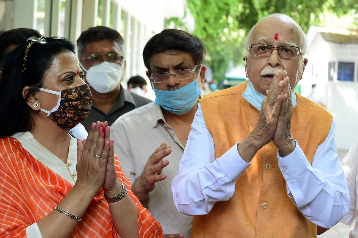 Senior BJP leader LK Advani, one the accused in Babri mosque demolition case, along with his daughter Pratibha Advani (L) and son Jayant Advani (C) after the verdict by the special CBI court, outside his residence in New Delhi, Wednesday, 30 September. All 32 accused in the Babri mosque demolition case have been acquitted by the court.