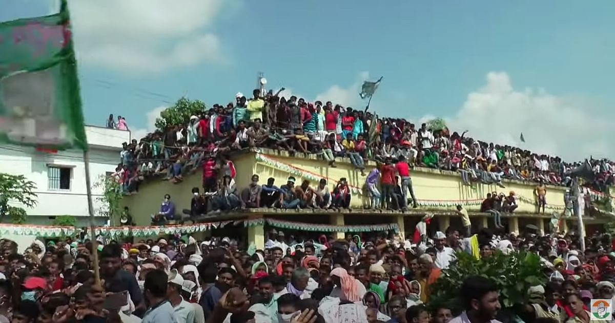 Supporters climb on top of a building at the Congress-RJD rally in Hisua of Bihar's Nawada District.