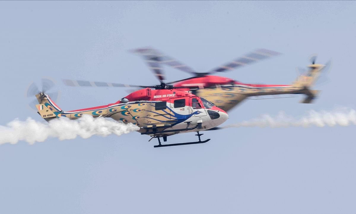IAFs helicopter display team Sarang performs aerobatic stunts during the 88th Air Force Day parade at Hindon airbase in Ghaziabad.