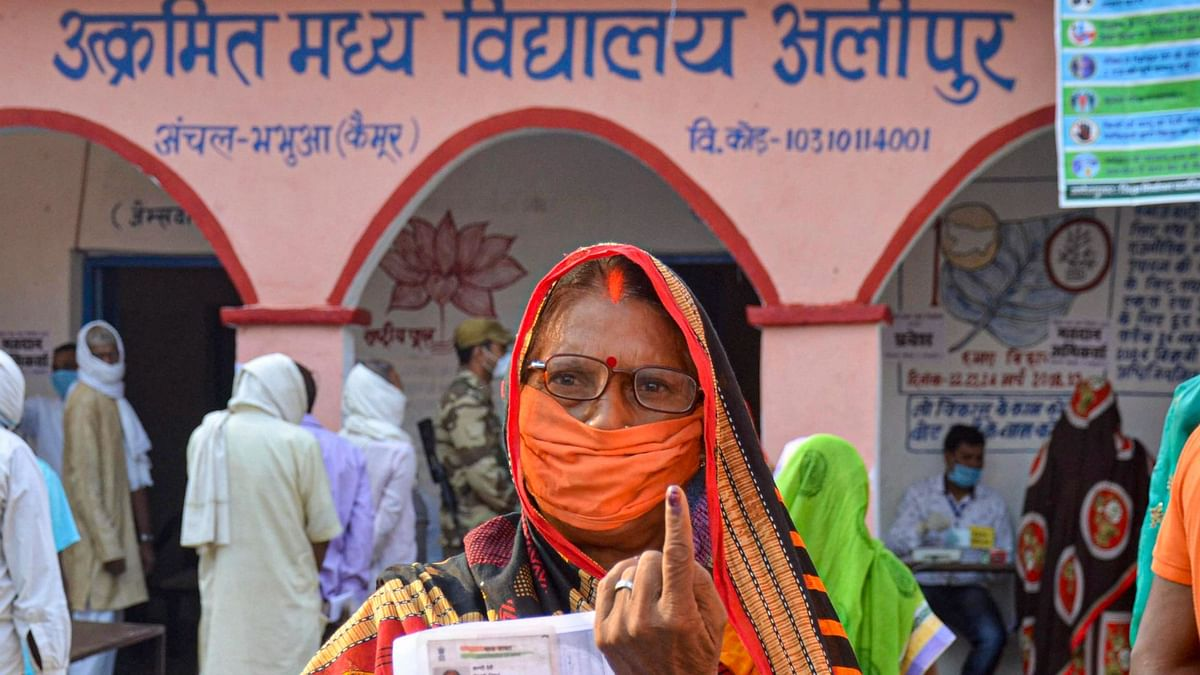 Masks, Sanitizers: How Bihar Went to Polls Amid the COVID Pandemic