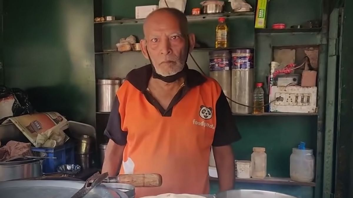 Baba Ka Dhaba Owner Files Case Against YouTuber Who Made Him Viral