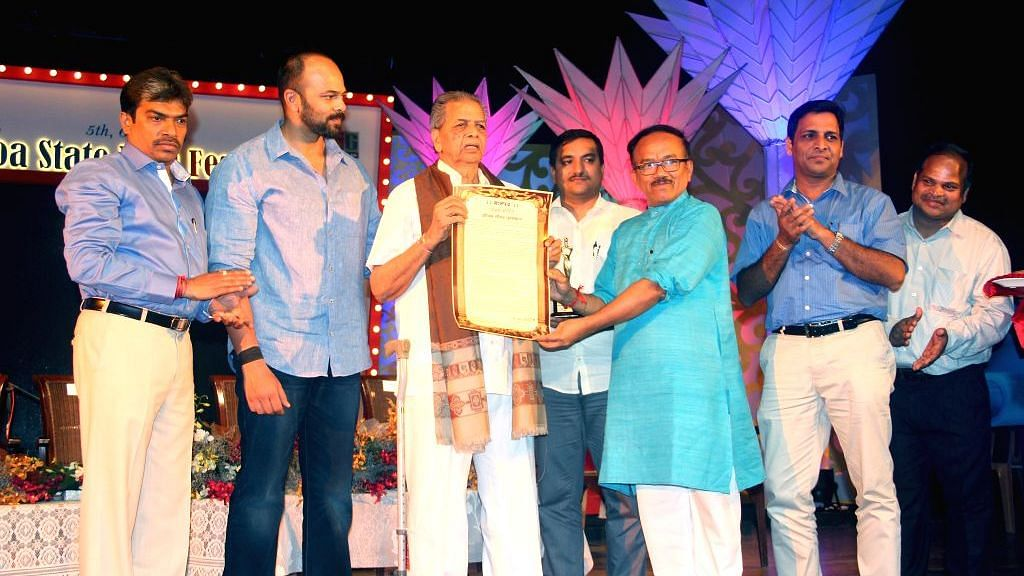 Film editor Waman Bhonsle being awarded a Lifetime Achievement Award during Goa State Film Festival in Panaji in 2015.