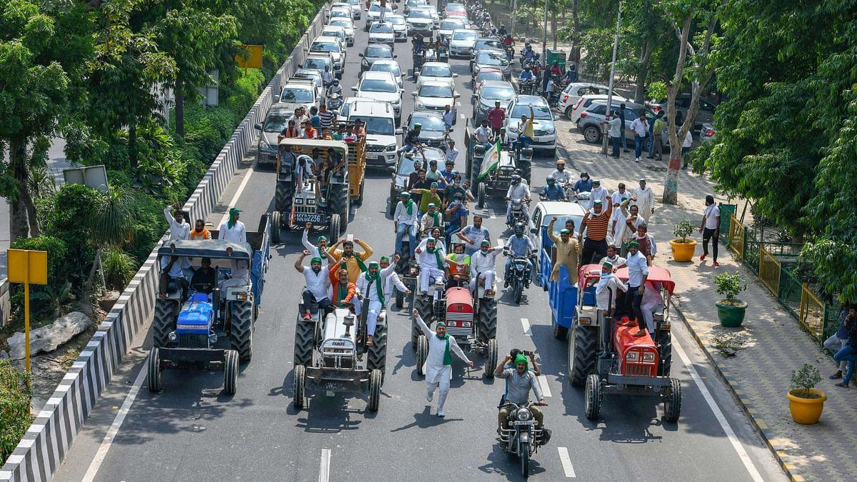 Amid Protests, Agri Min Tomar, Rajnath Invite Farmers for Talks