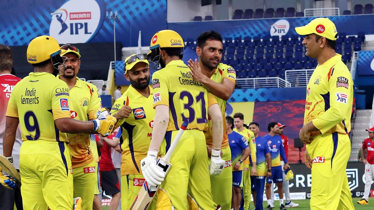 Twitter Bids Farewell To CSK, as They Bow Out With a Win