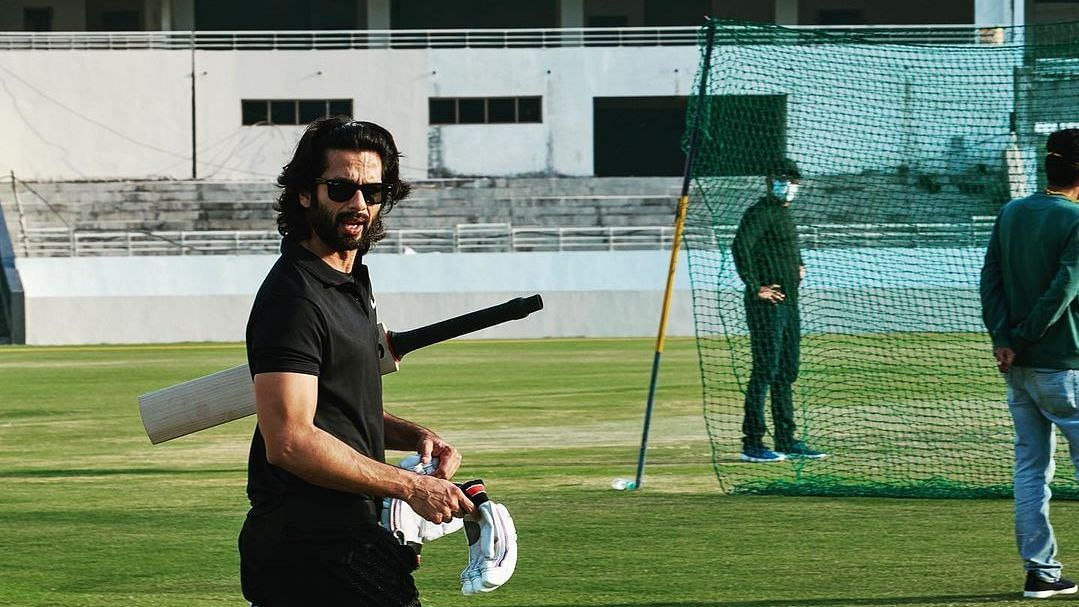 """<div class=""""paragraphs""""><p>Shahid Kapoor during Jersey shoot.</p></div>"""
