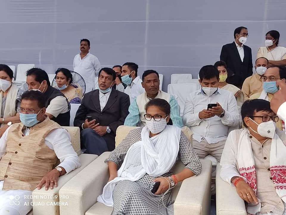 Chief Minister Sarbananda Sonowal, several Congress ministers, top bureaucrats and police officers were present at the cremation.