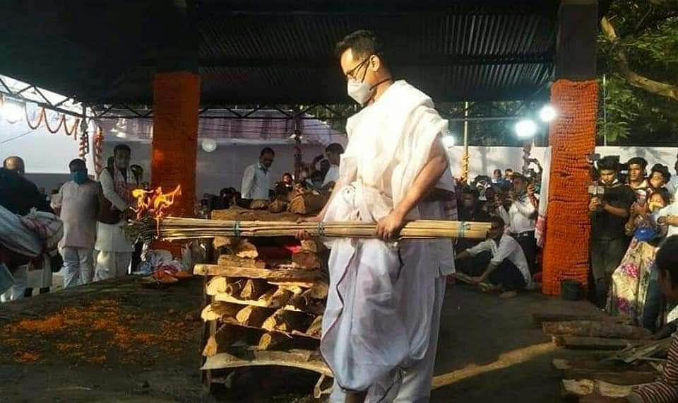 Gogoi's son and Lok Sabha member Gaurav lit the funeral pyre in the presence of his family members.