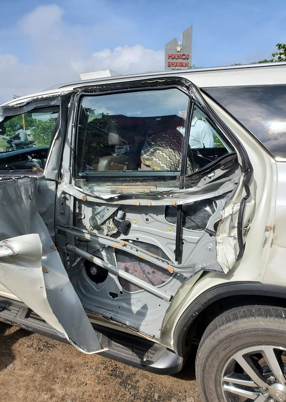 Actor and politician Khushbu Sundar met with a road accident at Melmaruvathur.