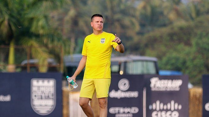 Sergio Lobera during a training session with Mumbai City FC