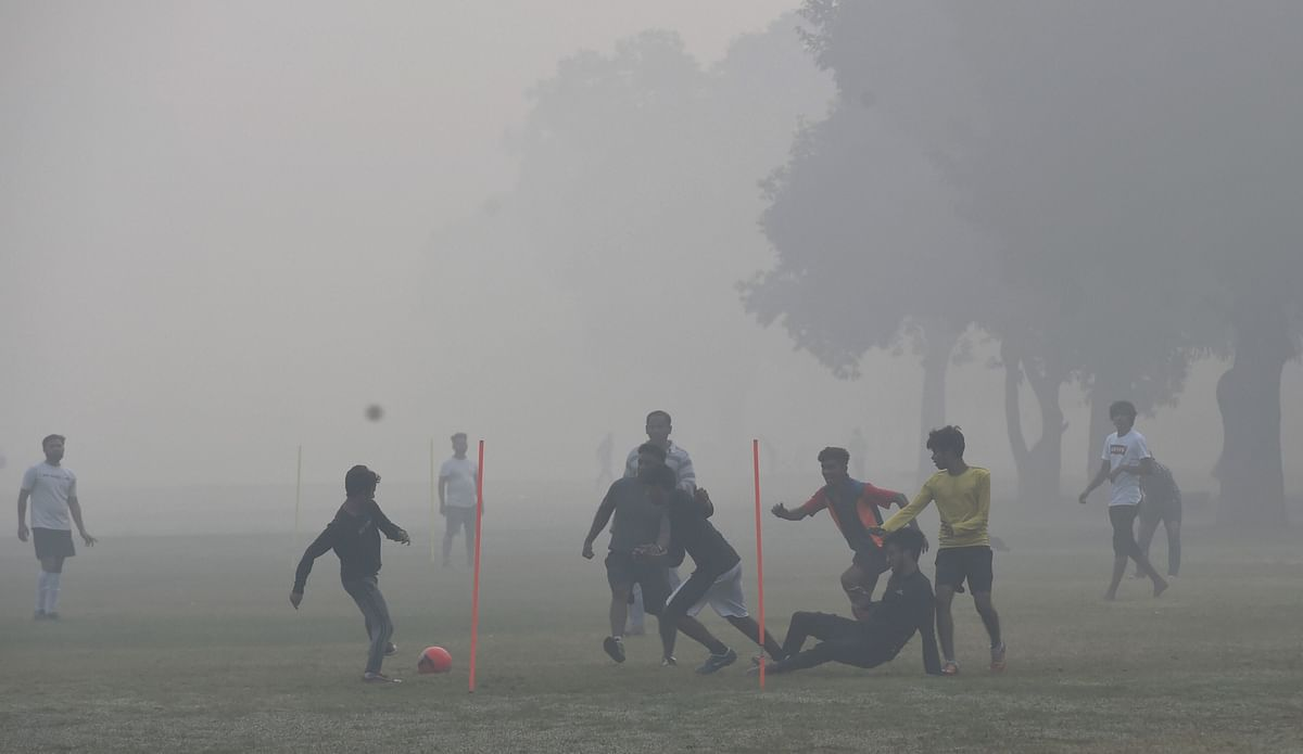 Children play football mids low visibility and smog conditions in Delhi on 15 November. Image used for representation only.