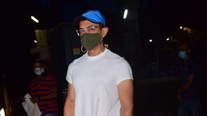 Aamir Khan Goes to a Theatre to Watch 'Suraj Pe Mangal Bhari'