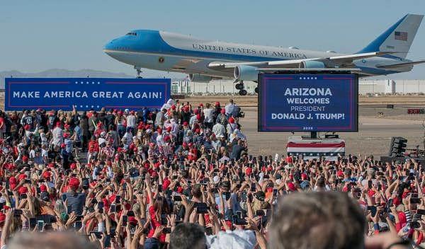 Trump lands in Phoenix.
