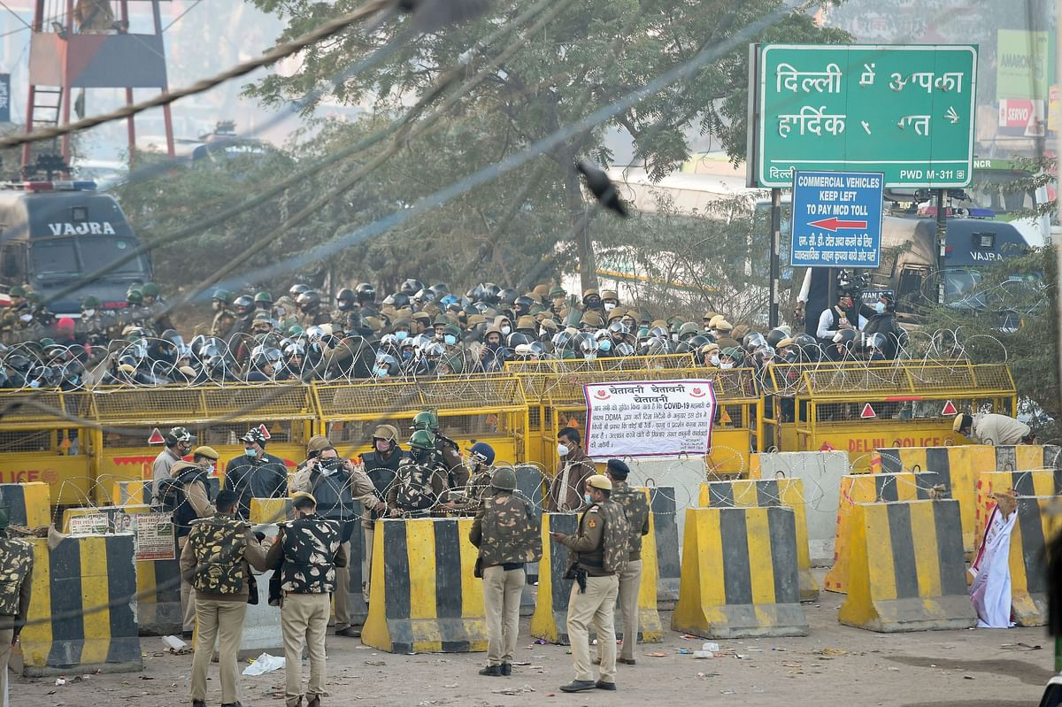 Delhi police deployed in large numbers to stop farmers coming to Delhi during their Delhi Chalo protest against the Kisan Bill, at Singhu border in New Delhi