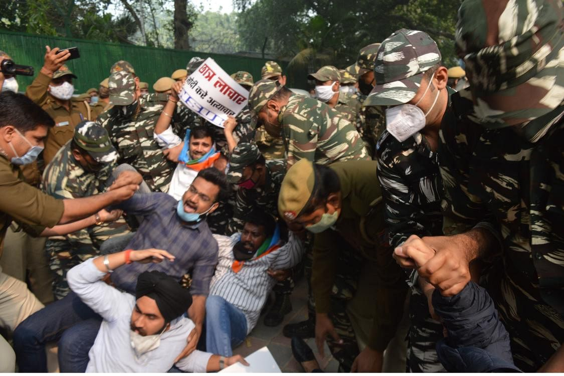 The students of NSUI who were protesting were detained by the police.