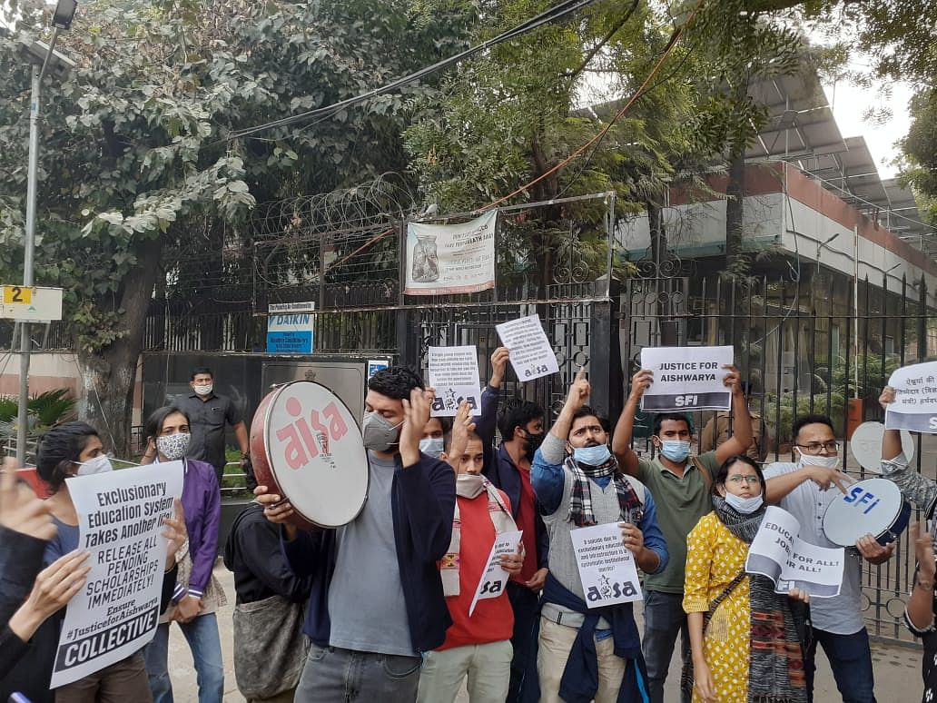 Students Protesting Death of LSR Student by Suicide Detained