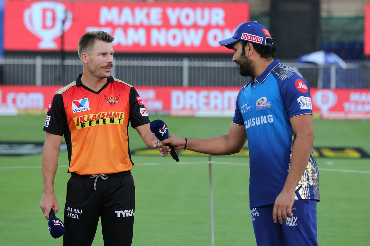 Rohit Sharma and David Warner at the toss ahead of the last league stage match of IPL 2020.