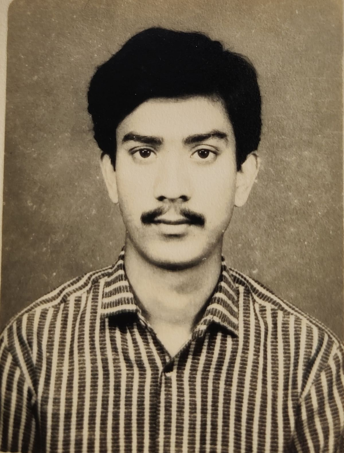 A picture of Das from his early college days.