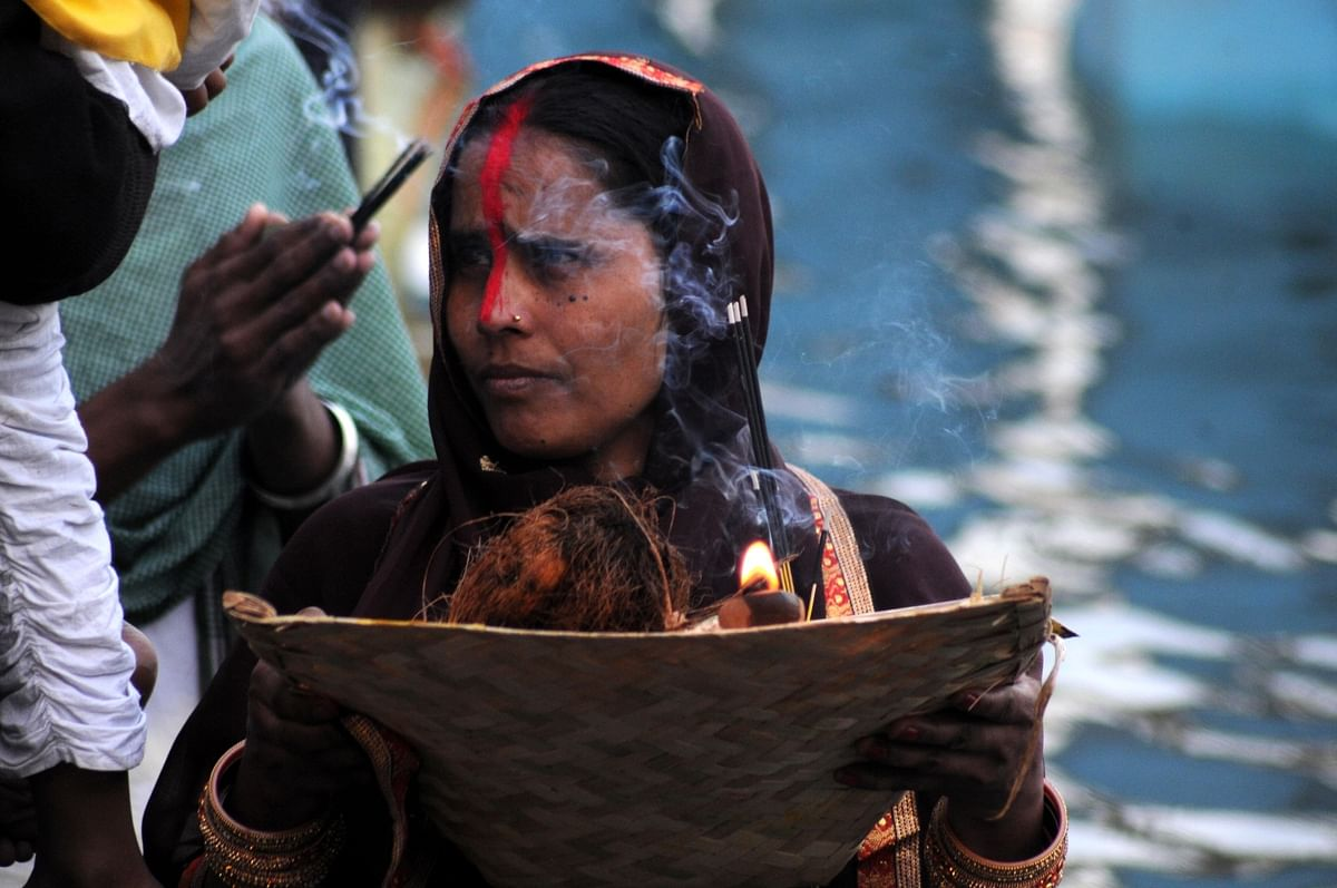 Devotees perform rituals during Chhath Puja at Shri Durgiana Temple in Amritsar.