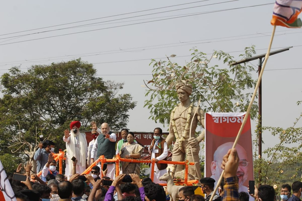 Amit Shah at the Birsa Munda statue in Bankura.