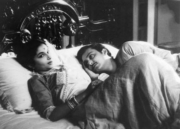 Sharmila Tagore and Soumitra Chatterjee in 'Apur Sansar'