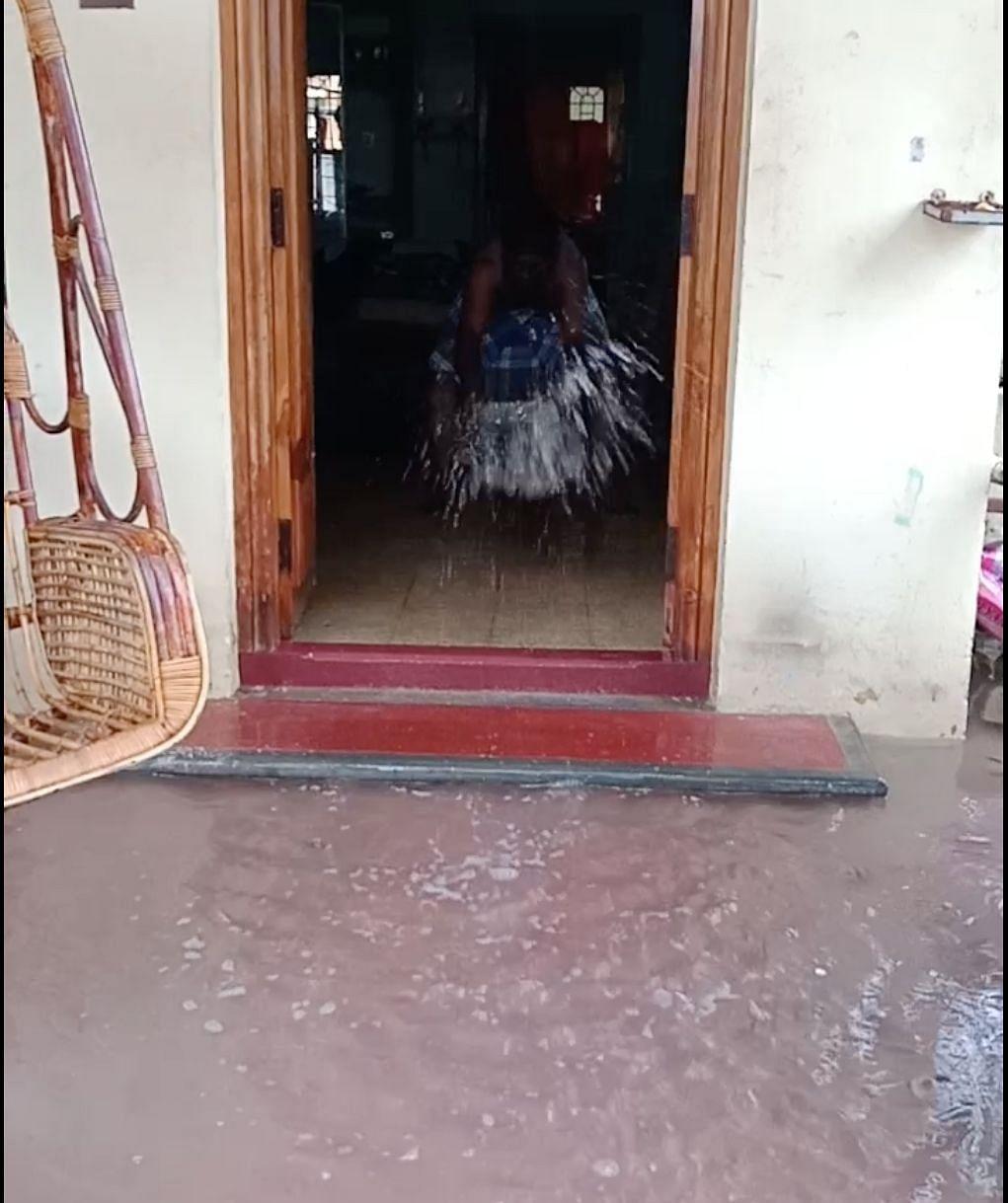 Water entered several houses in Old Mahabalipuram Road.
