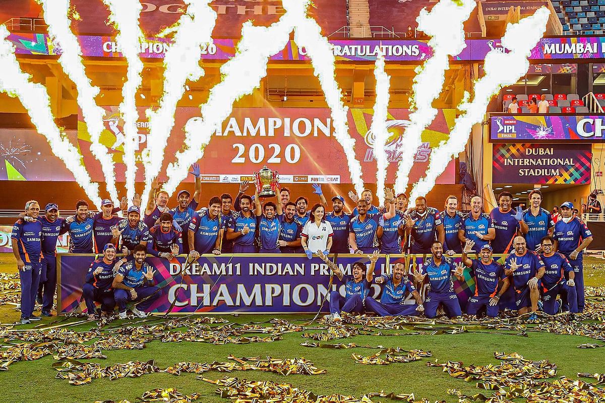 Mumbai Indians pose with the trophy after winning the final cricket match of the Indian Premier League (IPL) T20 against Delhi Capitals, at Dubai International Cricket Stadium in Dubai, Tuesday, 10 November, 2020.