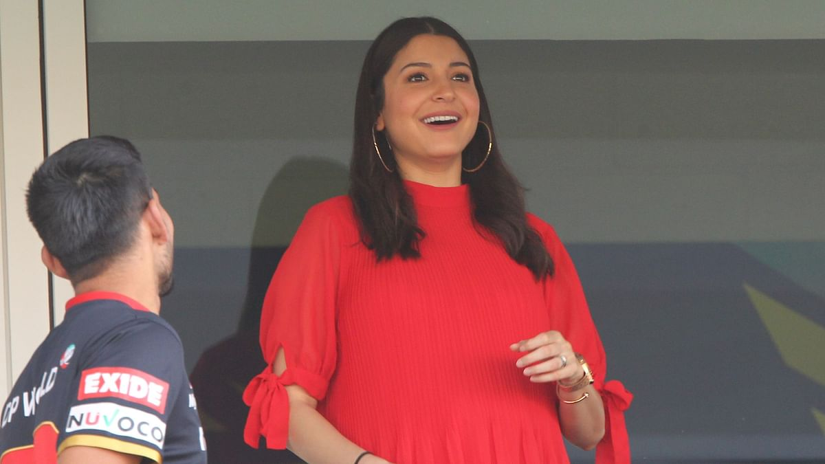 Glowing Anushka Turns Up to Support RCB in Eliminator vs SRH