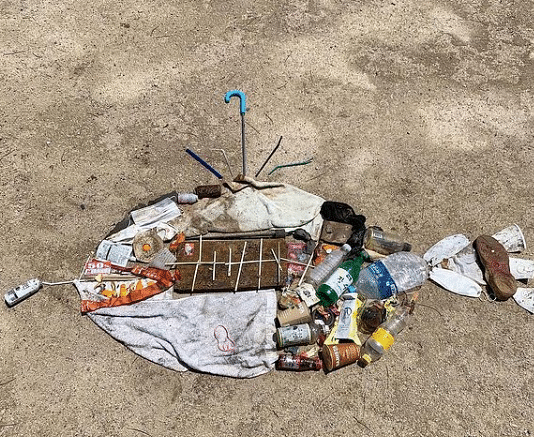 This South Korean Hiker Group Is Turning Garbage Scraps Into Art