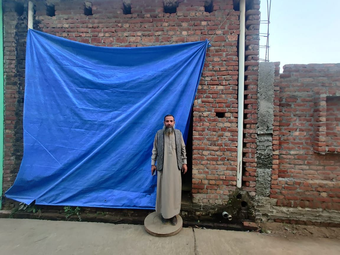 """Arshad is living in a rented apartment which belongs to a friend of his. """"My house is getting renovated, so I am living here for now."""" Living with him are his second wife and two daughters."""