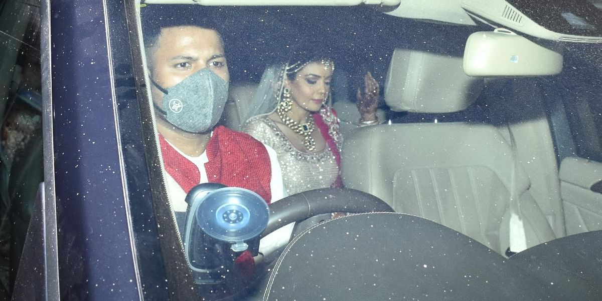 Shweta Agarwal arrives at the venue in her bridal finery.