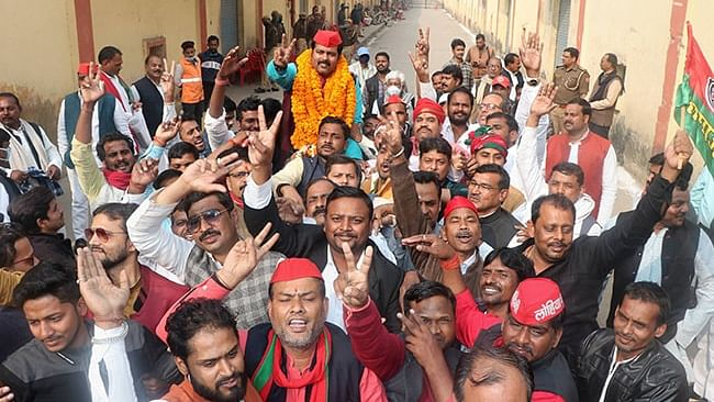 Samajwadi Party candidates defated the BJP in one teachers' and graduate's seat each of the Varanasi division.