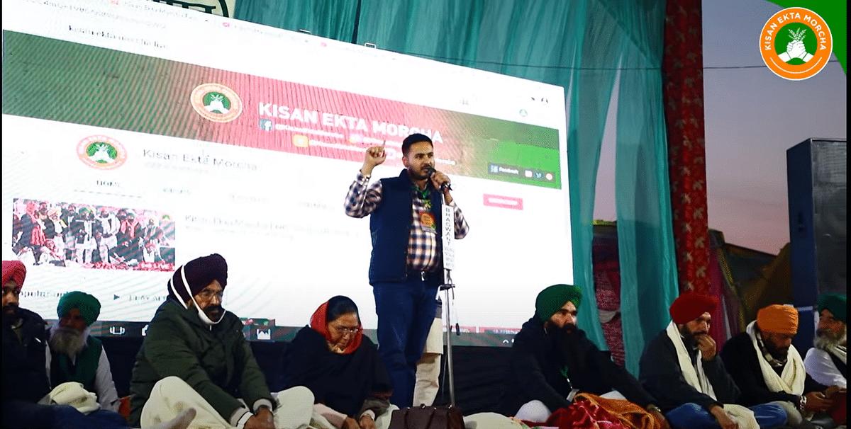 KEM IT Cell head Baljeet Singh Sandhu addressing farmers at Singhu Border on the social media platforms