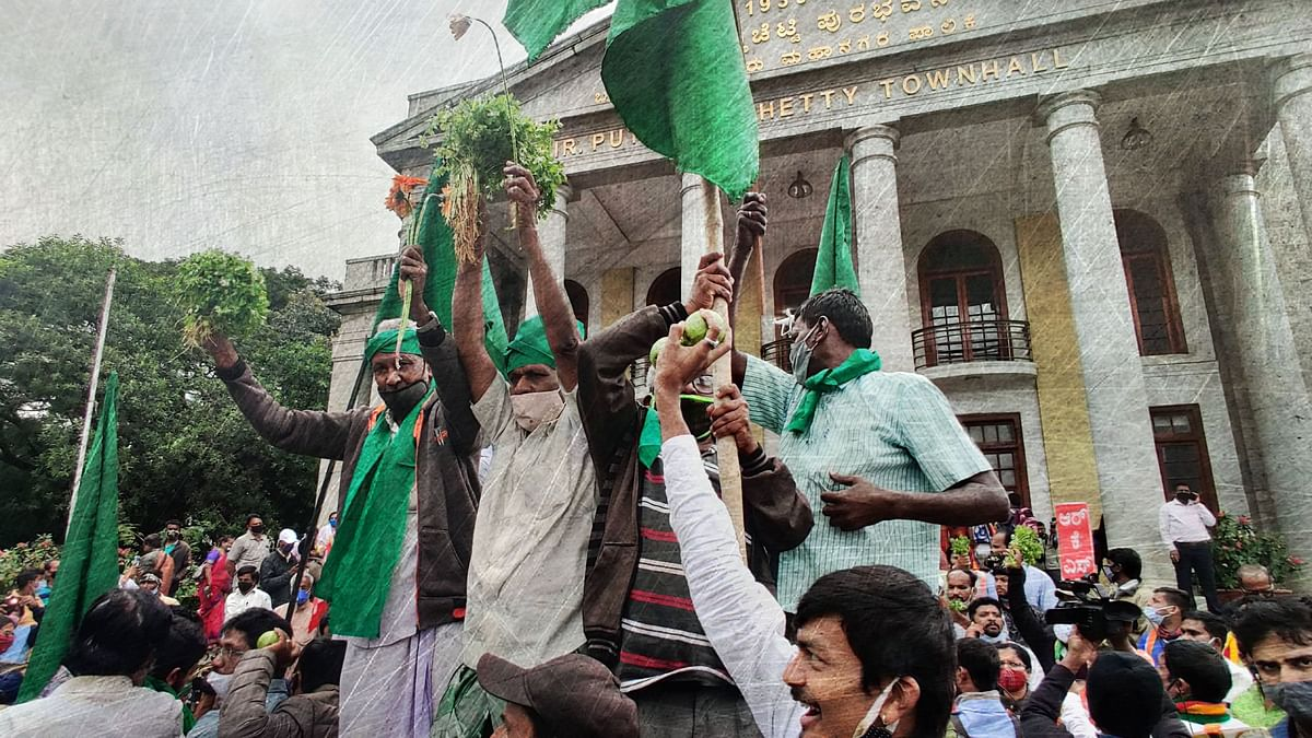 Hundreds of the farmers and supporters came on the streets of Bengaluru on Tuesday, 8 November