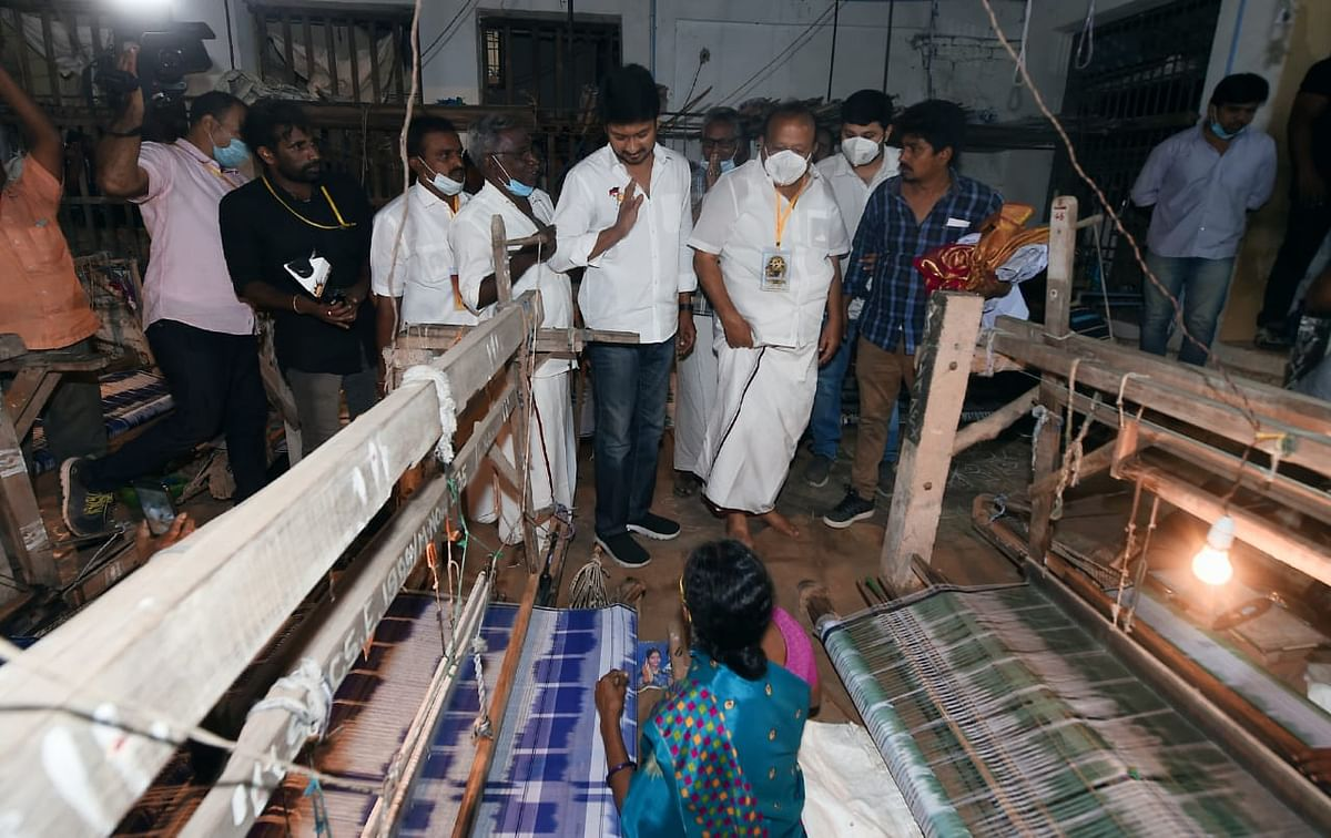 Udhayanidhi Stalin met with weavers in Kurinjipadi in Cuddalore. He tweeted that he had discussed how they have incurred losses due to rising raw material prices.