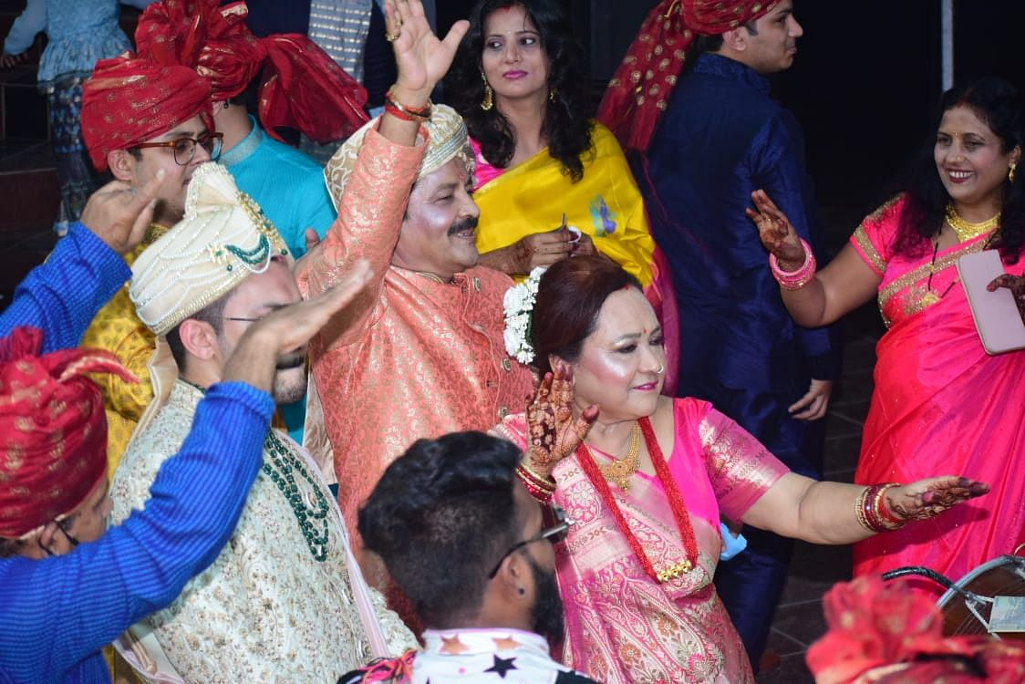 Aditya and his parents groove during the <i>baraat</i>.